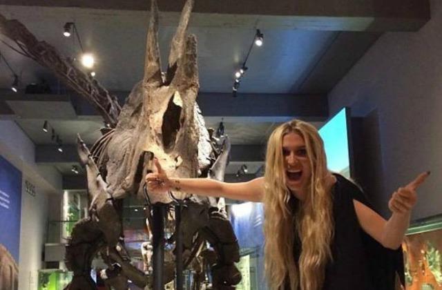 0120-kesha-natural-history-museum-instagram-3