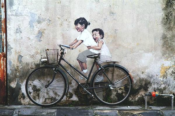 "Mural dengan tema ""Kids On Bicycle"""