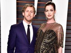 Anne Hathaway bersama Sang Suami, Adam Shulman, saat menghadiri acara Vanity Fair 28 Februari lalu, masih dalam keadaan hamil besar | eonline.com