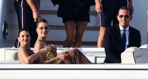 Kendall Jenner dan Bella Hadid Berpesta di Atas Yacht 3